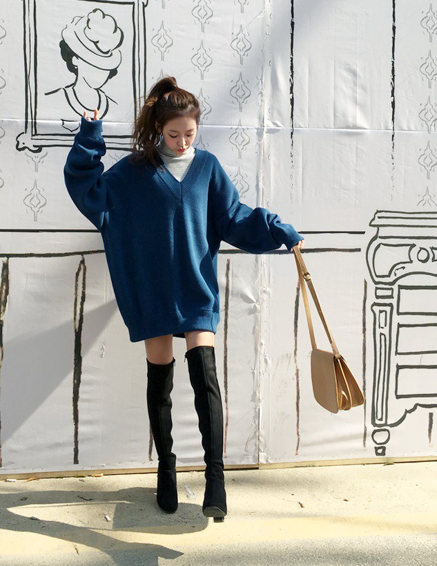 cách phối đồ với giày boot cổ cao áo len