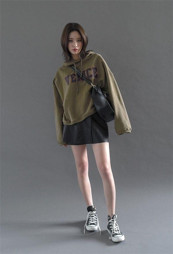 cách phối đồ với áo hoodie nữ bí ẩn