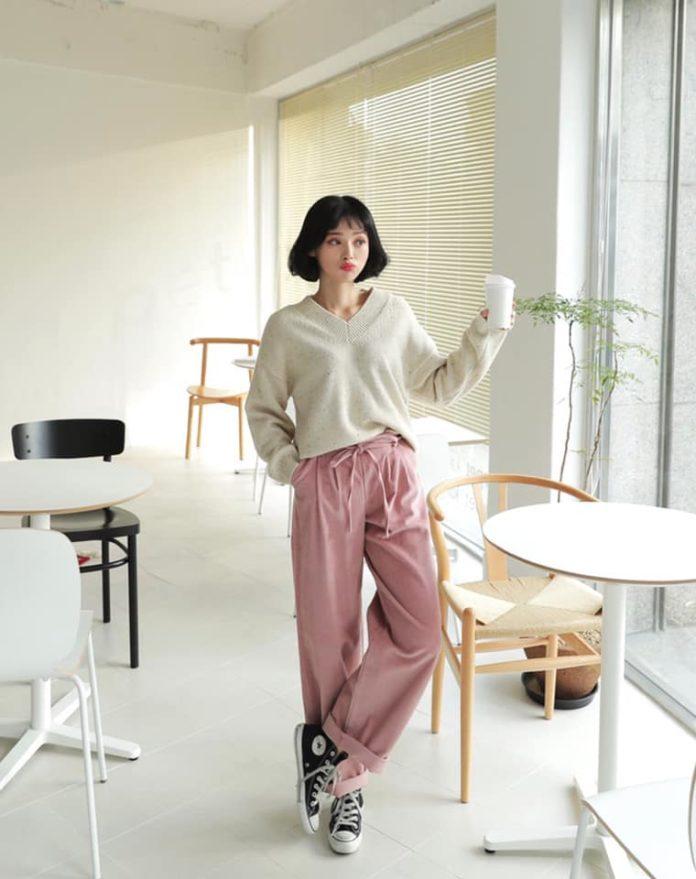 áo len nữ cổ tim phối với quần ống rộng màu hồng siêu dễ thương