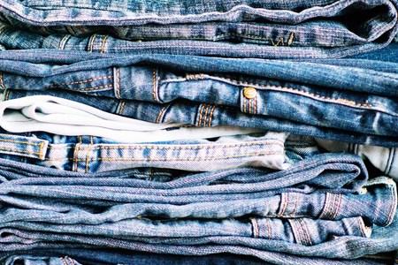 Cách giặt quần jean khi mới mua về không bay màu NHANH NHẤT