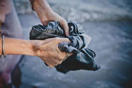 Cách giặt quần jean không bị giãn và 5 tips khác khiến bạn bất ngờ