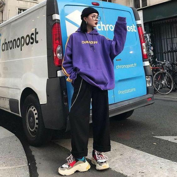 mũ len với áo hoodie và quần ống rộng cá tính