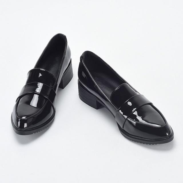 Quần jean ống rộng mang giày loafer