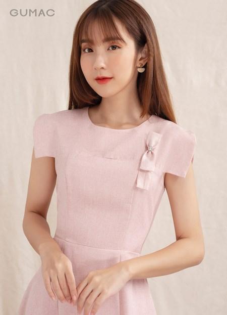 Đầm khoét ngực phụ kiện