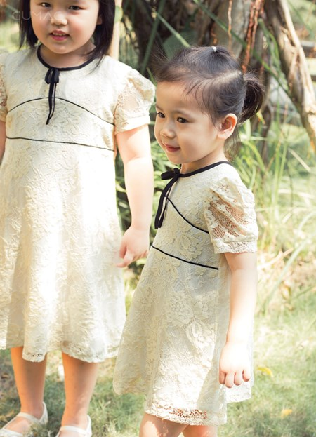 Đầm ren phối viền